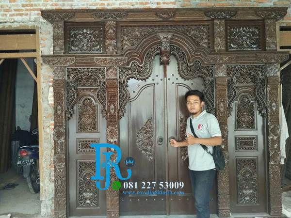 Pintu Gebyok Jati Ukiran Kudusan